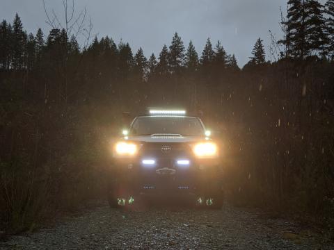 5th gen 4Runner front LED lightbar and ditch lights