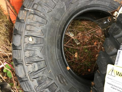"""brand new tires for sale 35""""x12.5 r15 maxxis razr tires"""